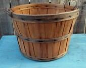 vintage basket - rustic fruit orchard basket - TREASURY Item