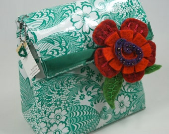 Green Oilcloth, Lunch Bag, Lunchbag, Magnet Closure, Office, Work, Eat at Desk, Sandwich, Tupperware, Soda, Pop, Tea, Apple, Green Lace
