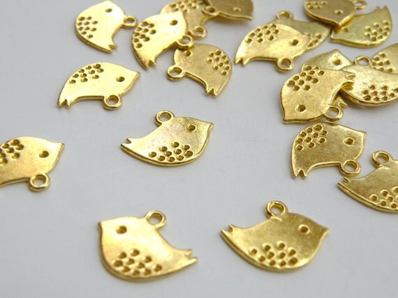 10 Little Chick Swallow Bird charms shiny gold plated 16x13mm DB15941