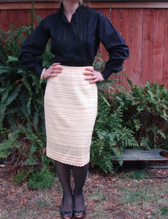 RESERVED /// St John Vintage Pale Yellow Knit / Stretch Pencil Skirt / Women's Size 6
