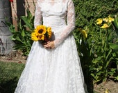 FALL SALE - 1950s Vintage Wedding Dress/Gown Lace with Crinoline