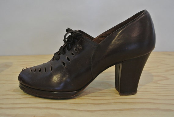 1930 S 1940 S Vintage Brown Leather High Heel Oxfords