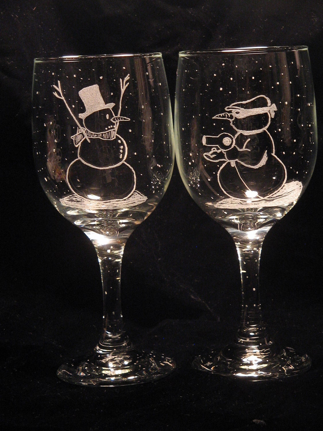 Etched snowman wine glass christmas design for Hand designed wine glasses