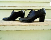 SALE SIZE 6 Vintage 1970s Lord & Taylor Leather Lace Up Heeled Oxfords