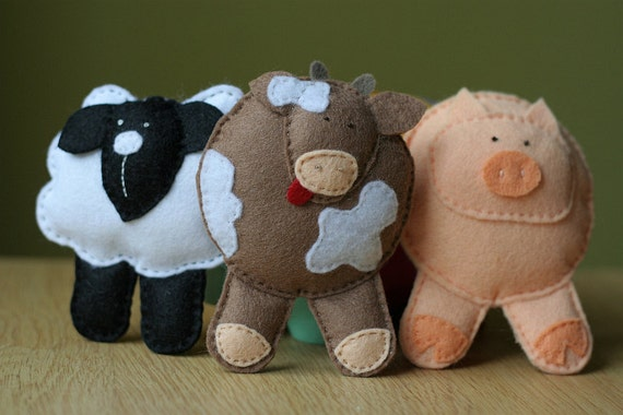 Farm animals: Sheep, Cow and Pig. Hand stiched toys. Eco-friendly pure wool felt.