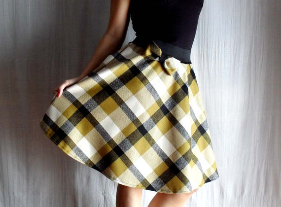 Plaid circle skirt in mustard and black - Sizes from XS to L - LAST PIECE