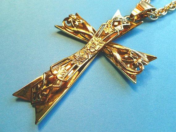 SUPERSIZE Gold 3D Statement Cross, Fleur di Lis Cross Pendant, Cross & Double Link Neck Chain, 1970s Goldtone Cross Necklace, Gold Chain