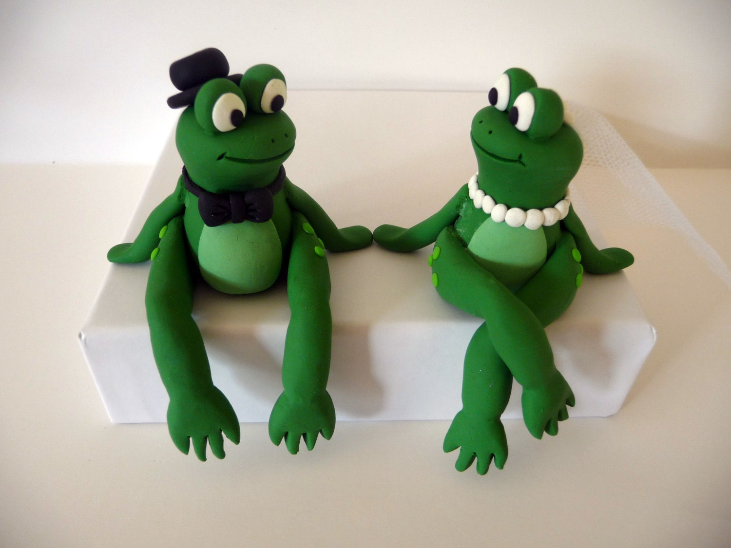 sitting frogs wedding cake topper made to order by topofthecake