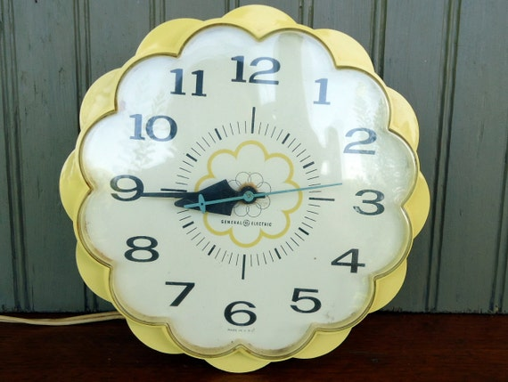 Vintage Daisy Clock General Electric Wall Clock Yellow White Retro Cottage Kitchen