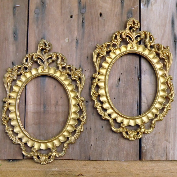 Vintage Picture Frames Gold Ornate Pair Gilded Oval Convex Glass Plastic Italy Italian Picture