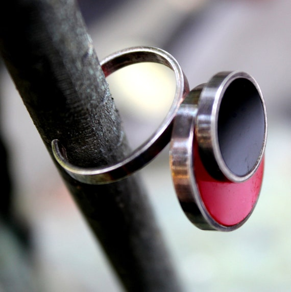 Vintage 70s Ring Silver Plate Ring Resin Red Black Ring Modern Ring French Jewellery Ring Size 7.25