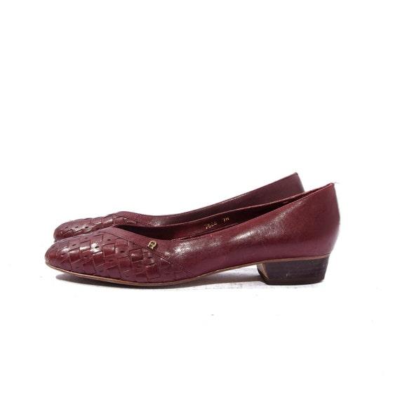 Vintage Etienne Aigner Burgundy Oxblood Basket Weave Kitten Heel Shoes size 7 N
