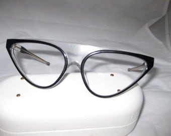 Vintage funcky larger frame france/clearback round with black bold outer color