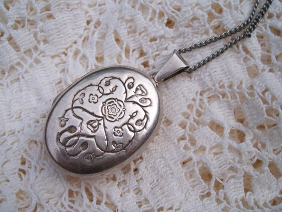 Silver Victorian/Edwardian Locket With Twelfth Night Inscription