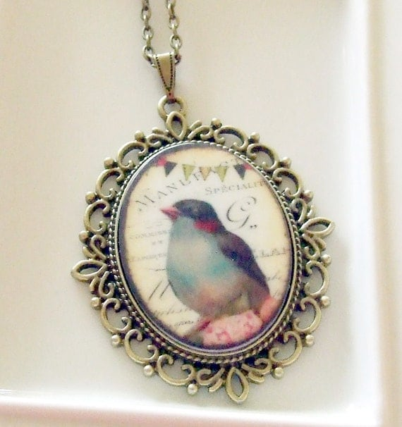 Bird with Bunting Necklace .. cabochon necklace, bird cabochon, bunting, bird cabochon necklace, 40 x 30 mm, vintage style necklace, cameo
