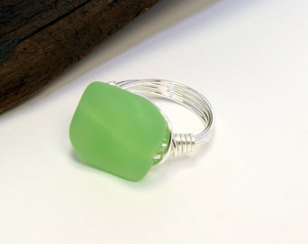 Green Bead Ring, Sea Glass Bead Ring, Silver Wire Ring, Wire Wrapped Ring, Glass Bead Ring, Green Glass Ring, Chunky Bead Ring