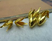 50 pcs 13x9mm Gold Vintage Four Leafs Flowers Beads Caps fc442222