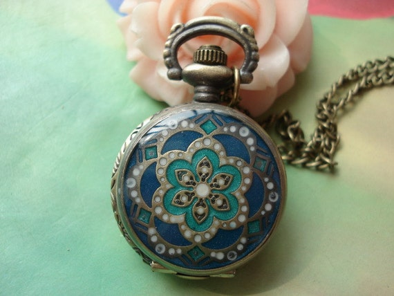 Small Antique Bronze Vintage Filigree Painted Dark Blue Clover Lucky Flowers with Diamond Jewel Round Pocket Watch Locket Pendants Necklaces