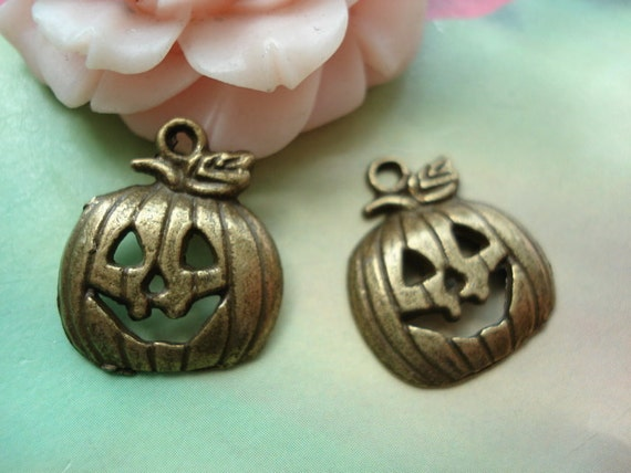 20 pcs 18x16mm Antique Bronze Smiling Christmas Pumpkins Masks Charms Pendants a02f130