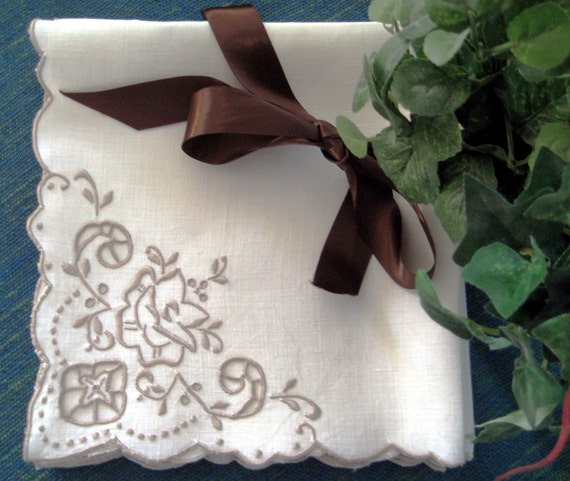 6 Vintage Linen Napkins: Madeira, Cutwork & Embroidered Rose Corner, Ivory Color, Scalloped Edges VERY EXCELLENT