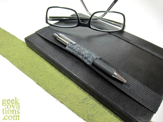 Fitted gray ink strap for 8.5-inch journal or moleskine notebooks.