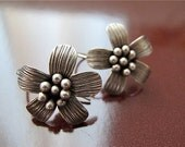 ON SALE Vintage 1990s Silver Flower Earring