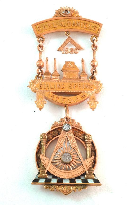 Vintage Gold Masonic Medal / Pin