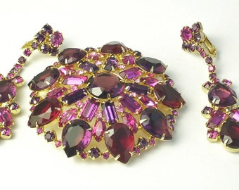 Purple Red Fuchsia Rhinestone Vintage Demi Parure Brooch Pin Earrings Old Hollywood Glamour Mid Century Costume Jewelry Set Gorgeous