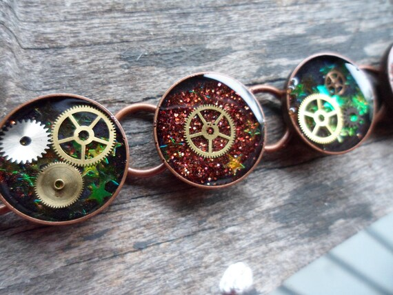 Frozen In Time - Steampunk Resin Gears & Glitter Bracelet