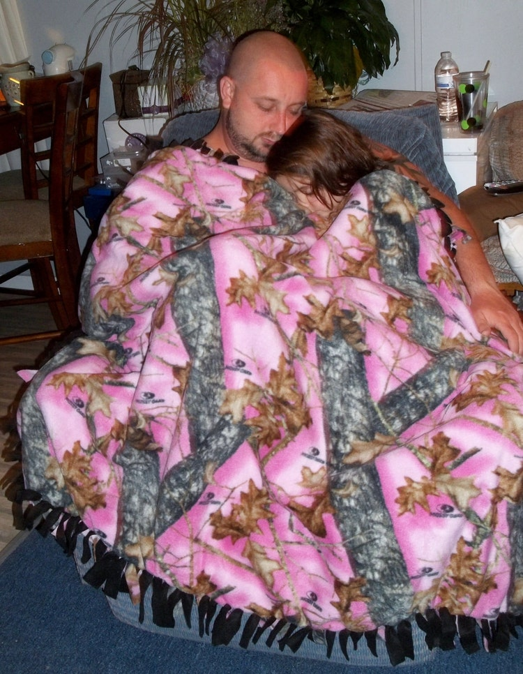 Mossy Oak Pink Camo Fleece Tie Blanket Black By