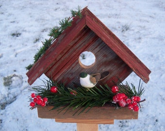 Birdhouse made from barnwood - use it for decorative purposes only (green bird on perch)