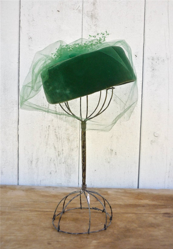 vintage 1950s hat / 50s pillbox hat / Luci Puci kelly green hat