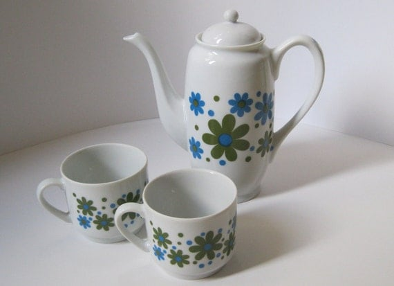 Vintage Teapot and Cups, Takahashi Mod Daisy Pattern