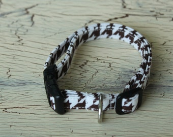 1/2 Inch Wide Adjustable Dog Collar - Small/Med - Brown and Cream Houndstooth