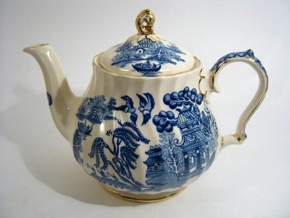 Blue Willow Sadler China Teapot Made In England