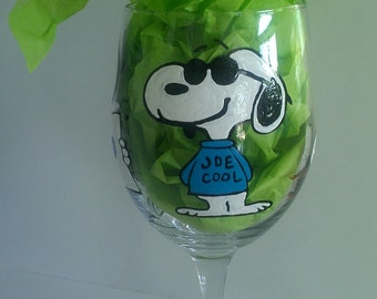 decorative snoopy red baron peanuts gang charlie brown linus lucy woodstock hand painted wine glass cups mothers day