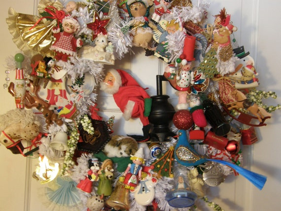 XXL Classic Americana Christmas Wreath w/ Vintage ornaments--Nostalgic vntage 60's or 70's Santa centerpiece