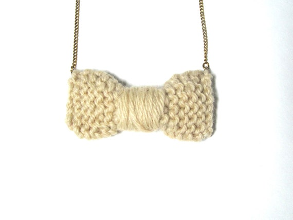 Knitted bow necklace in Cream on a gold chain