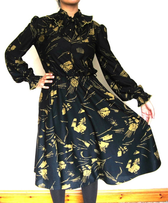 Vintage Midi dress in Gold and Black in size M, full sleeve dress, vintage Black dress with Gold