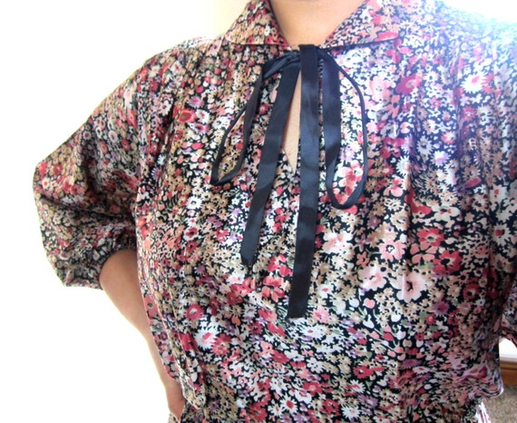 Vintage Floral Midi Dress, size S/M, Floral Midi Dress with Front Tie Up Bow