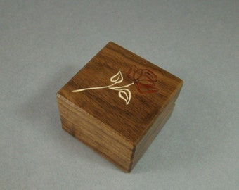 Engagment ring box with a contemporary rose inlay.  Free Shipping and Engraving. RB32