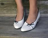 SALE .. Vintage Shoes . White Shoes . Summer Pumps  . Magdesian . 1980s shoes