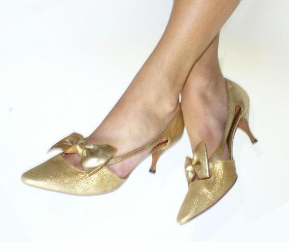 Mad Men Fashion heels . vintage 1960s shoes . Gold Kitten