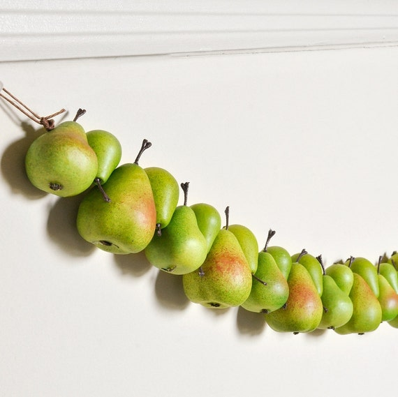 Pear Garland Decor Green Kitchen Autumn Home Decoration for Wedding Table Decor or Birthday Parties - 3.5 feet