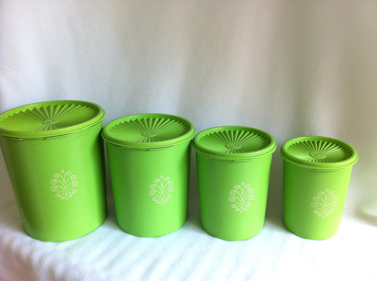 vintage tupperware canisters apple green retro. Black Bedroom Furniture Sets. Home Design Ideas