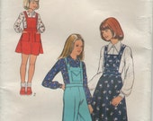 girls uncut pinafore jumper overalls and shirt 70s Style 4478 pattern uncut size 10, breast 73cm