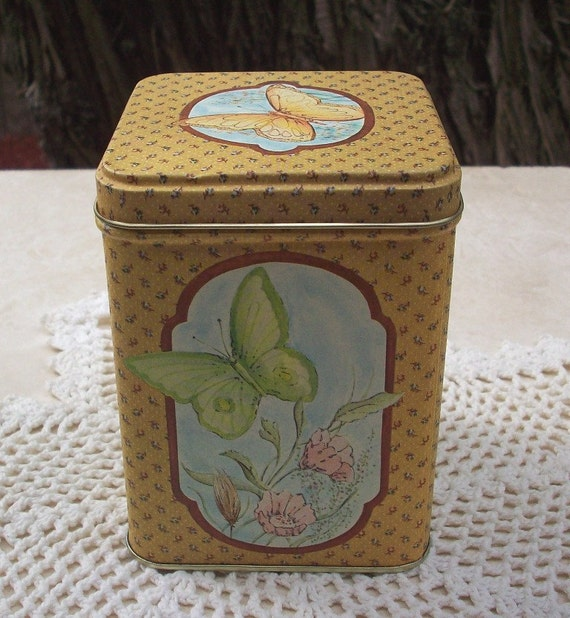 Vintage Butterfly Tin in Yellow Gold