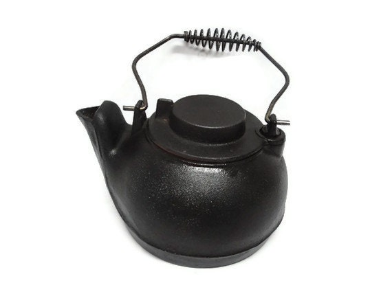 Cast Iron Civil War Kettle with Handle