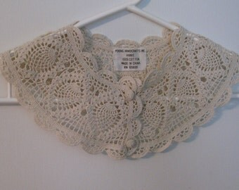 Lovely Elegant Beige Hand Crocheted Cotton Lace Collar with Matching Buttons