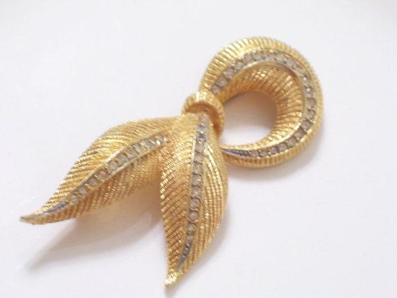 Vintage Rhinestone Goldtone Swirled Pin Brooch